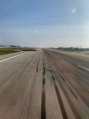 landing runway main