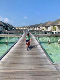 leaving_villa_cycle
